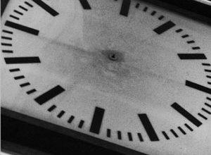Der Tag bietet nicht unbegrenzt Zeit - auch wenn es im Bahnhof Brüssel-Nord so scheint. Bild: bbl