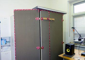 Sprecherkabine außen in der Ecke